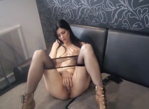 Wifey mega-slut came to apologize
