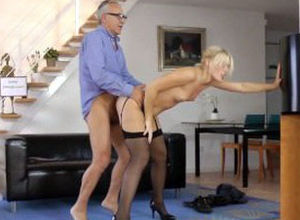 Highheeled eurobabe penetrates and..