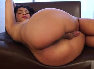 Brazilian tranny Naidu Fox makes solo